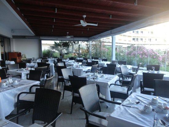 Mitsis Ramira Beach Hotel : Véranda - plus calme