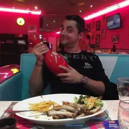 Cafe Racer Diner : Des Ribbs de folie, on ce croirait vraiment dans un restaurant des années 50 au USA.
