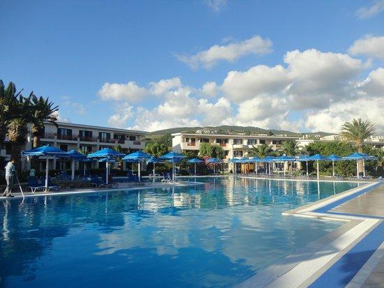 Mitsis Ramira Beach Hotel : piscine