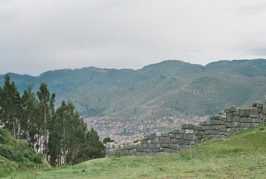 Catedral del Cuzco o Catedral Basílica de la Virgen de la Asunción: Vista de Cuzco e as montanhas circundantes