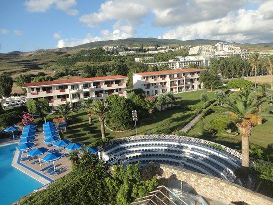 The Mitsis Ramira Beach Hotel: vue sur les bungalows