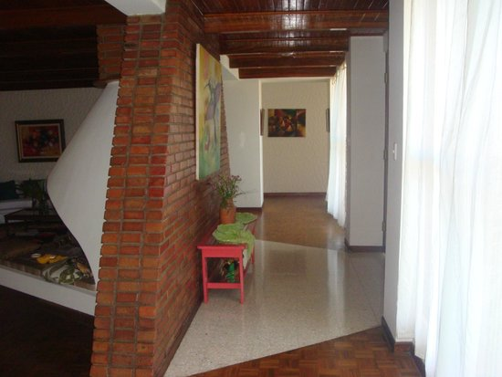 LisaTec Bed & Breakfast : Foyer from Guest Living Room to Breakfast area