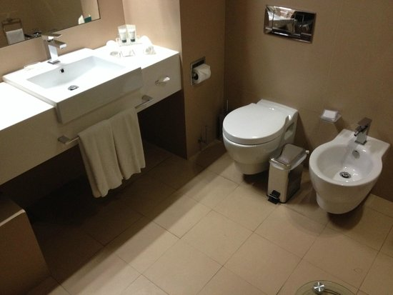 Cosmopolitan Hotel Dubai : Very clean bathroom