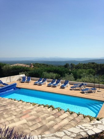 Hotel La Petite Auberge: pool and view from main building