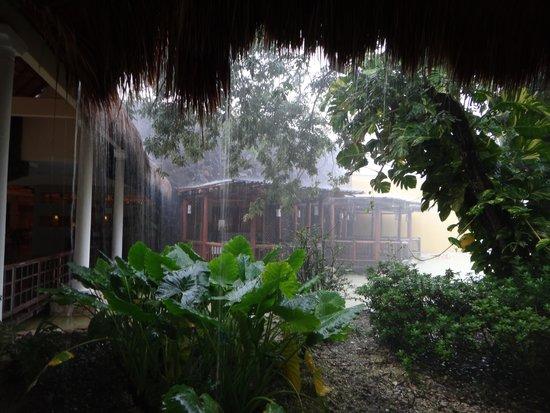 Valentin Imperial Riviera Maya: Lots of Rain!!