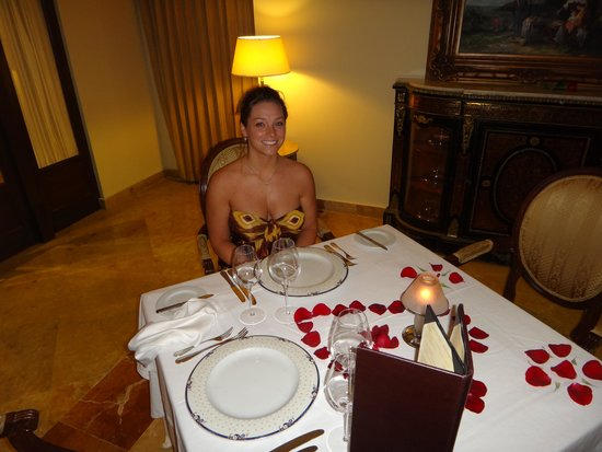 Valentin Imperial Riviera Maya: Romantic Dinner at the French Restaurant