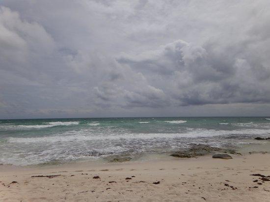 Valentin Imperial Riviera Maya: Stormy Beach
