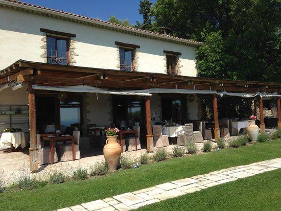 Hotel La Petite Auberge: Outdoor restaurant