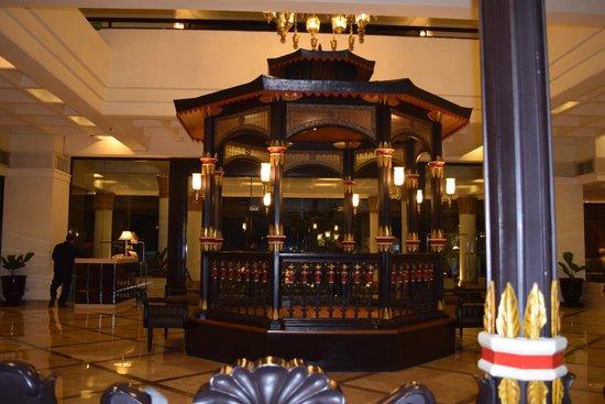 Hotel Santika Premiere Jogja: Central Lobby