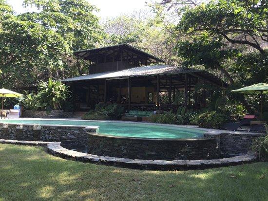 Latitude 10 Beachfront Resort: Pool