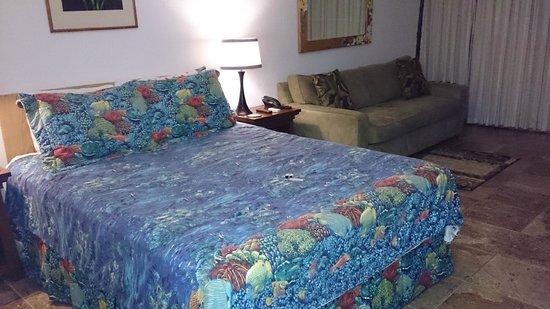 Kihei Bay Surf: cama e sala