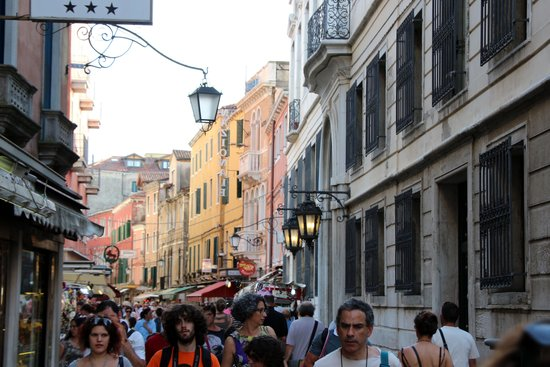 Hotel Principe: Street view