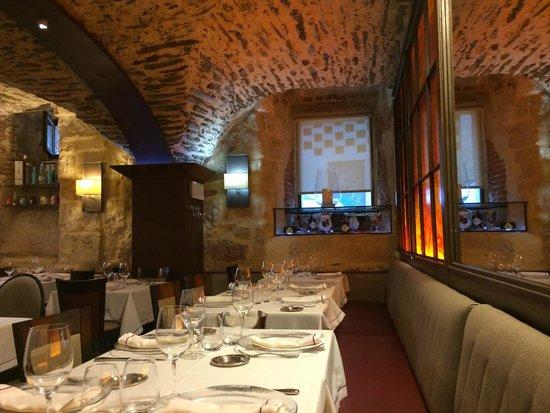 El Meson de Gonzalo : The dining room