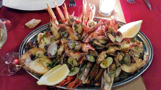 Casa Raimundo: Parrillada de pescado y marisco