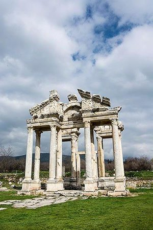 Aphrodisias: Tetrapylon Towers