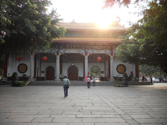 Xichan Temple: Hermoso acceso al atardecer.