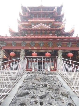 Xichan Temple: Vista del templo desde su acceso.
