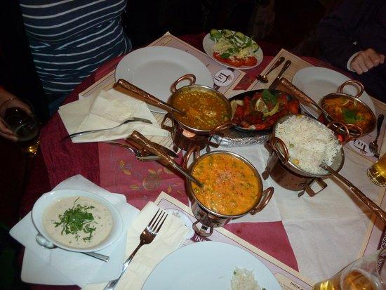 Taj Indian : Blumenkohlcurry, Gemüsekorma, Chicken-Tandoori und Reis