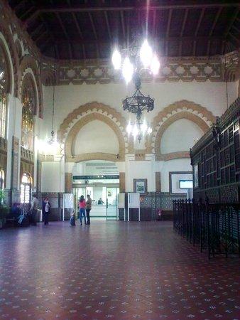 Estación del Ferrocarril: Departures hall