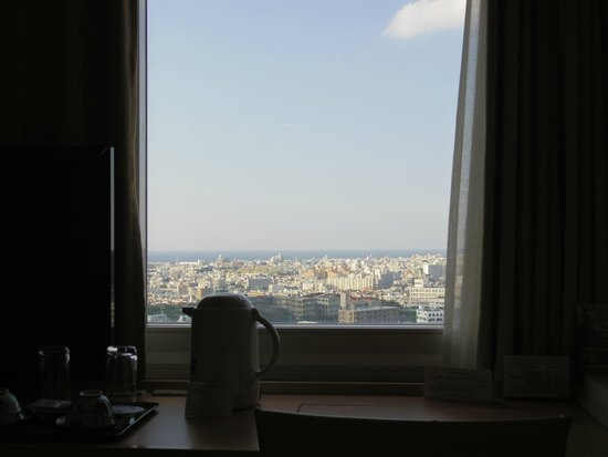 DoubleTree by Hilton Naha Shuri Castle: 19階シングルルーム(海側)