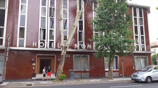 Fronte Hotel Mondial