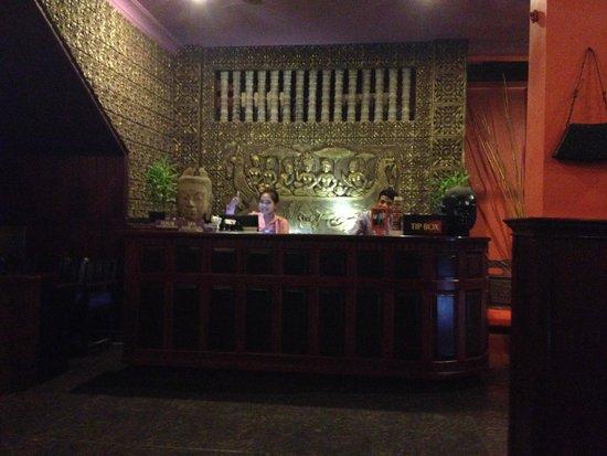 Golden Butterfly Villa: Lobby
