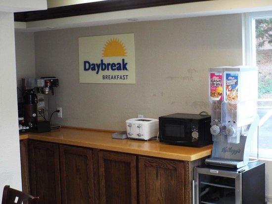 Days Inn Dahlonega : breakfast area