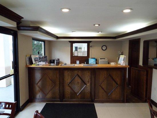 Days Inn Dahlonega: lobby