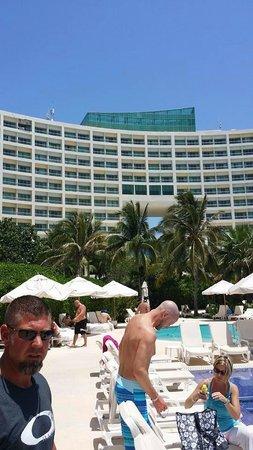 Live Aqua Beach Resort Cancun: Hotel view from pool