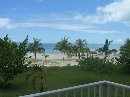 Hotel Playa Coco: Mar muy tranquilo.