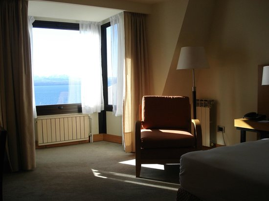 NH Bariloche Edelweiss: Vista desde la habitación (hab. 'Superior' - 5to piso)