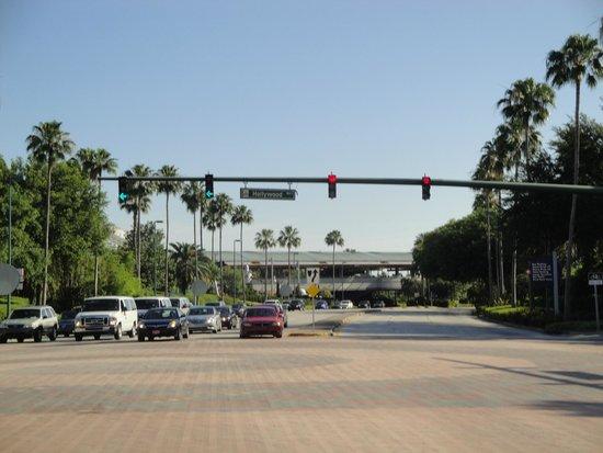 Holiday Inn & Suites Across from Universal Orlando: Muito perto da Universal