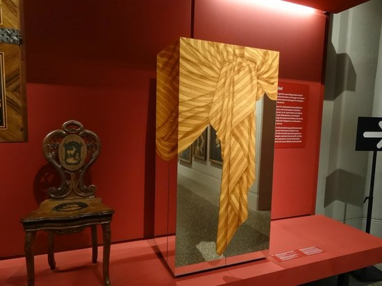 Swiss National Museum : Art Nouveau furniture with optical illusion