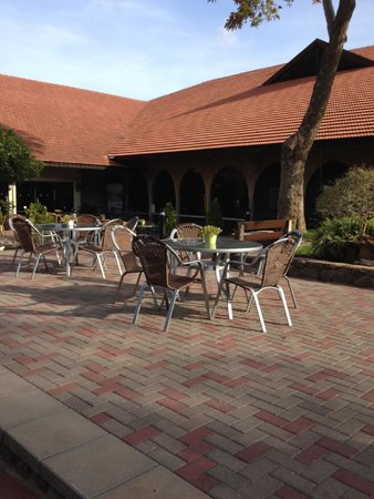Hagoshrim Hotel & Nature: patio located just outside of the main hotel and lobby
