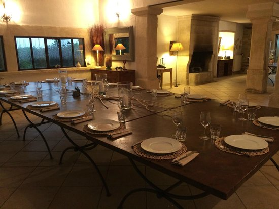 Sous L'olivier: The dining table