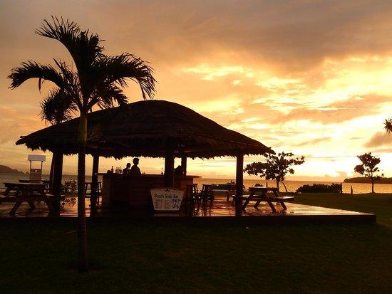 Ishigaki Seaside Hotel: プールサイドからの夕日