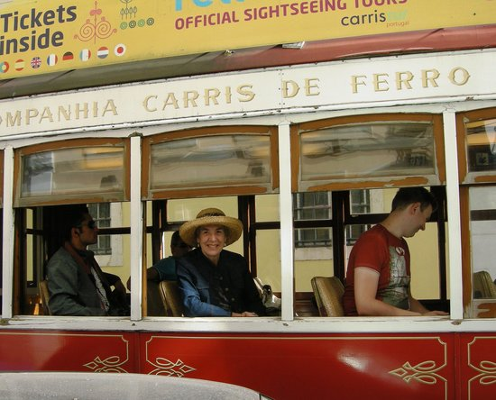 "Yellow Bus Tours Lisbon : The little trolley that ""couldn't""!"