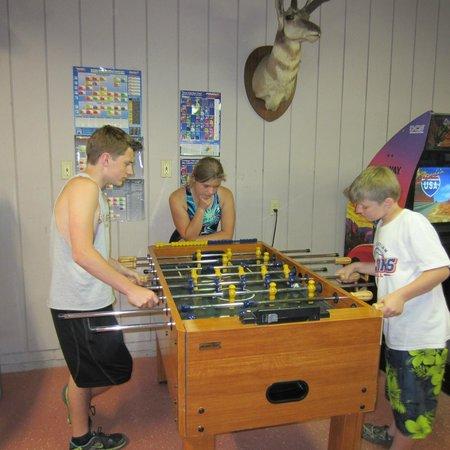 Dogwood Acres Campground: Indoor game room