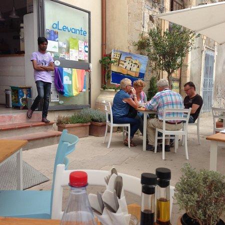 aLevante: Outdoor seating