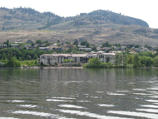 Walnut Beach Resort: view of the resort from Haines Point