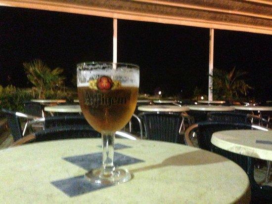 Camping La Vallée : Beer at the bar