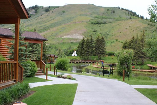 Rustic Inn Creekside Resort and Spa at Jackson Hole: Creekside charm