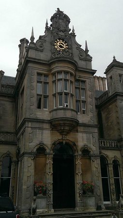 Stoke Rochford Hall: Front Hotel and Entrance