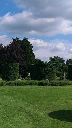 Stoke Rochford Hall: the beautiful Gardens