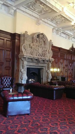 Stoke Rochford Hall: Wonderful fireplace and lounge