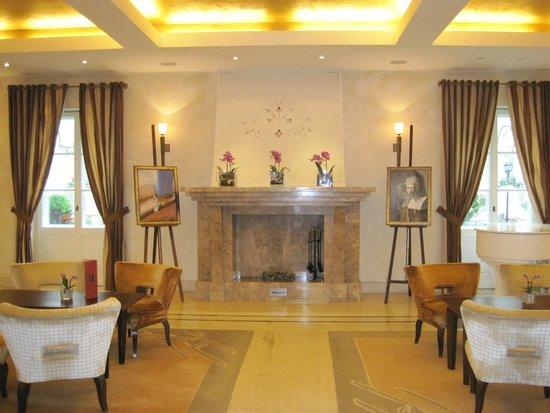 Mamaison Hotel Le Regina Warsaw: Main Entrance