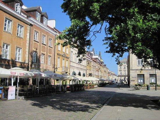 Mamaison Hotel Le Regina Warsaw: Street near hotel