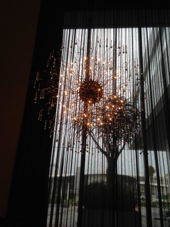 Cape Town Marriott Hotel Crystal Towers: Light in foyer
