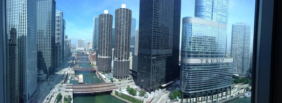 Wyndham Grand Chicago Riverfront: View from our 32nd Floor riverview room