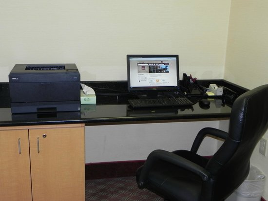 Comfort Suites : Business Center with Computer and Printer
